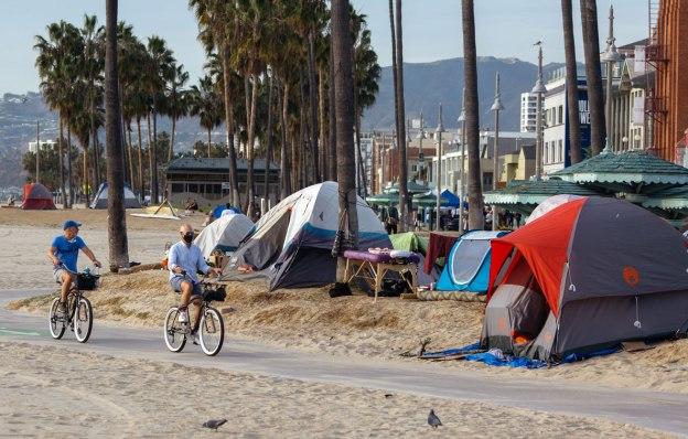 homeless venice beach excercise dra martha castro noriega mexico